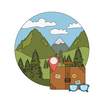 Podróż walizki z okularami i ikoną kempingu
