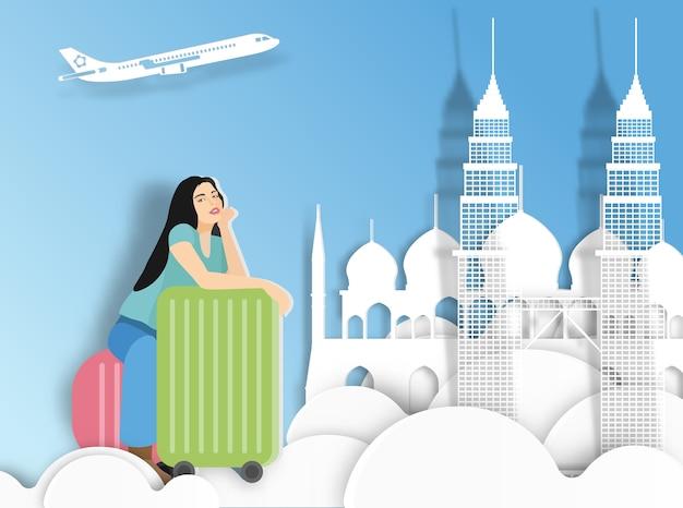 Podróżna kobieta z walizką na malezja tle