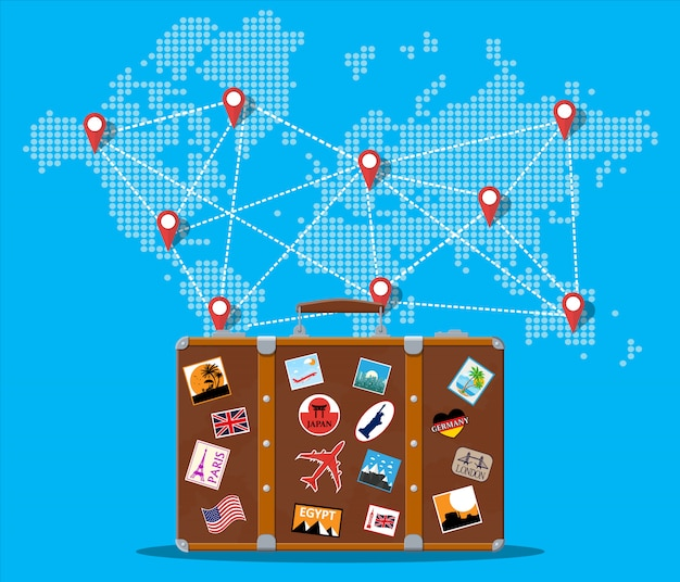 Podróżna walizka z naklejkami i mapą świata