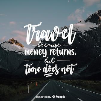 Podróżuj napis z cytatem i obrazem