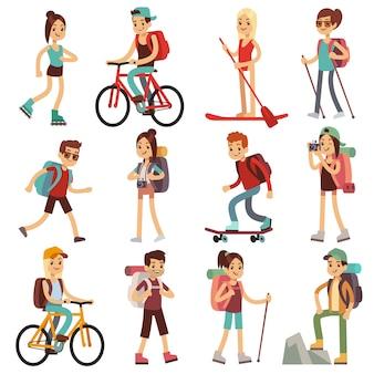 Podróżuj szczęśliwych ludzi pieszych na świeżym powietrzu. ustawione płaskie znaki wektorowe. piesze wycieczki i podróże, ilustracja przygoda charakter działalności