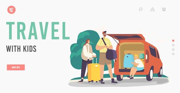 Podróżuj z szablonem strony docelowej dla dzieci. rodzice i syn szczęśliwa rodzina znaków ładowanie torby w bagażniku samochodu. matka, ojciec i podekscytowane dziecko z bagażem wychodzą z domu. ilustracja wektorowa kreskówka ludzie