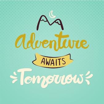 Podróży napis z górami