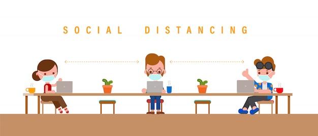 Pojęcie dystansu społecznego. grupy osób noszących maskę pracy na laptopie.