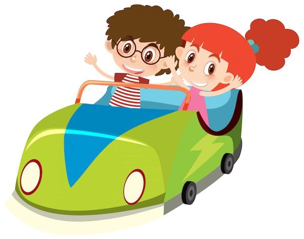 Pojedynczy charakter dzieci w zielonym samochodzie na białym tle