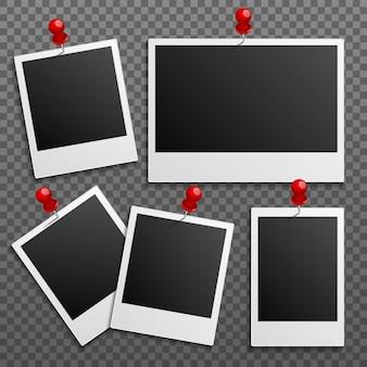 Polaroidowe ramki na ścianie przymocowane szpilkami. zestaw