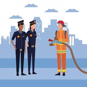 Policja kobieta i mężczyzna z strażakiem nad miastem miejskim