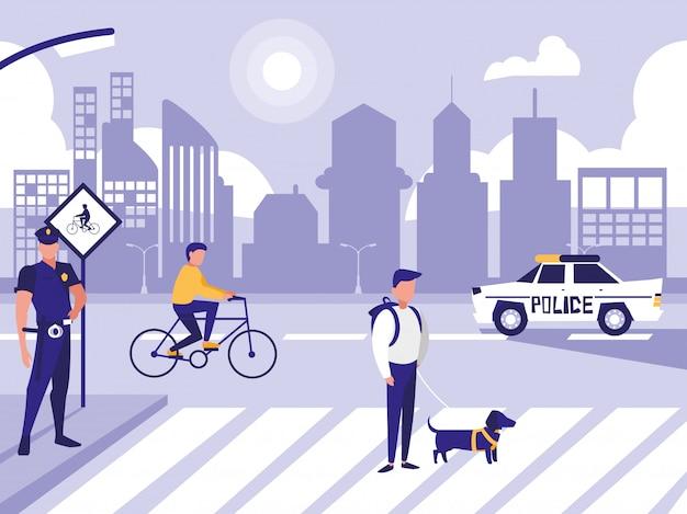 Policjant z samochodu i ludzi w drodze ulicy