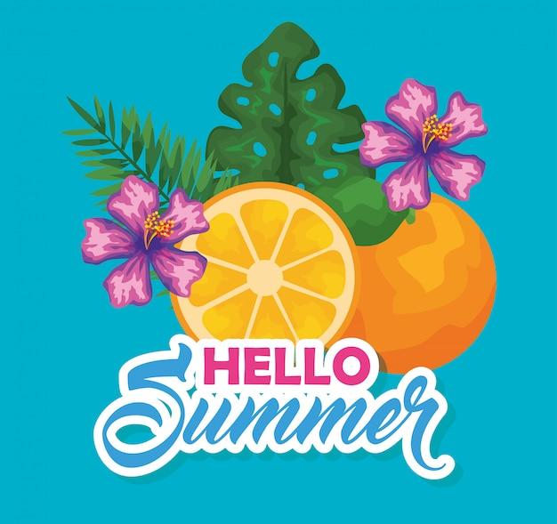 Pomarańczowa owoc z egzotycznymi kwiatami i liśćmi
