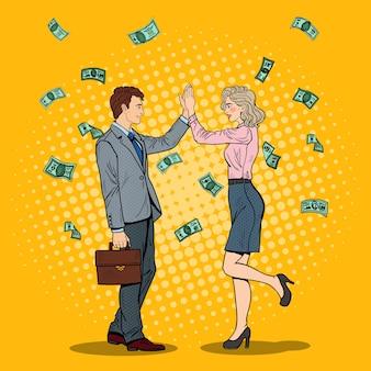 Pop art biznesmen, dając piątkę do biznesu kobieta. spadające pieniądze.