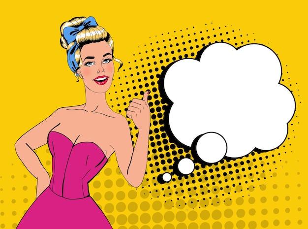 Pop art ładna blondynka pozowanie z kciukiem do góry znak. radosna dziewczyna vintage plakat z komiksową dymek. przypnij baner reklamowy na afisz.
