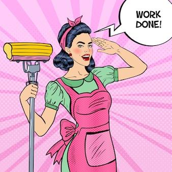 Pop art młoda pewna gospodyni domowa kobieta sprzątanie domu z mopem. ilustracja