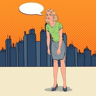 Pop art przygnębiona młoda kobieta w mieście