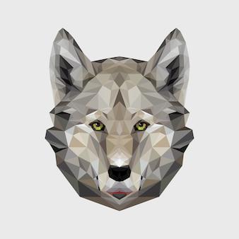 Portret wilka wielokąta. ilustracja psa trójkąta do wykorzystania jako nadruk na koszulce i plakacie. geometryczna konstrukcja low poly z głową wilka. dzikie niebezpieczne zwierzę.