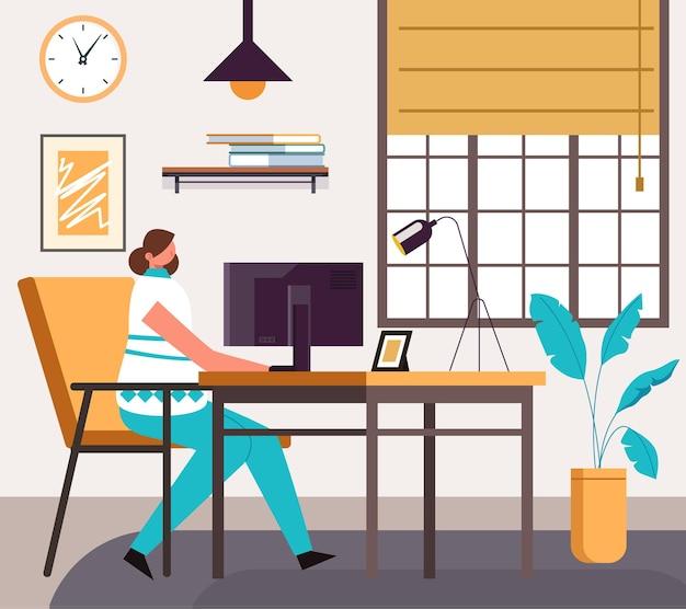 Postać freelancer kobieta pracująca i studiująca w domowym biurze.