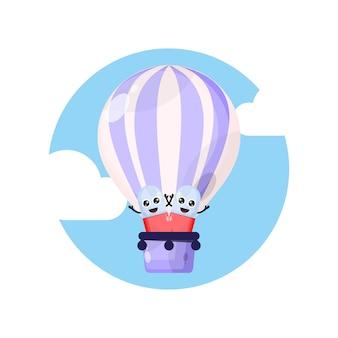 Postać maskotki pigułki kapsułki z balonem