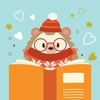 Postać uroczego jeża czytającego dużą książkę