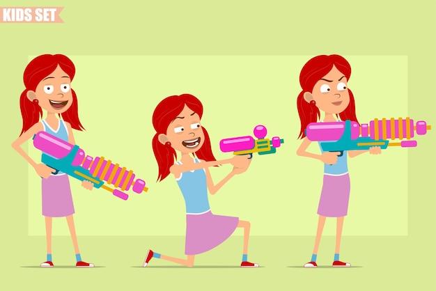 Postać z kreskówki płaskie śmieszne małe rude dziewczyny w fioletowej spódnicy. dziecko stoi i strzela z dużego pistoletu na wodę i pistoletu.