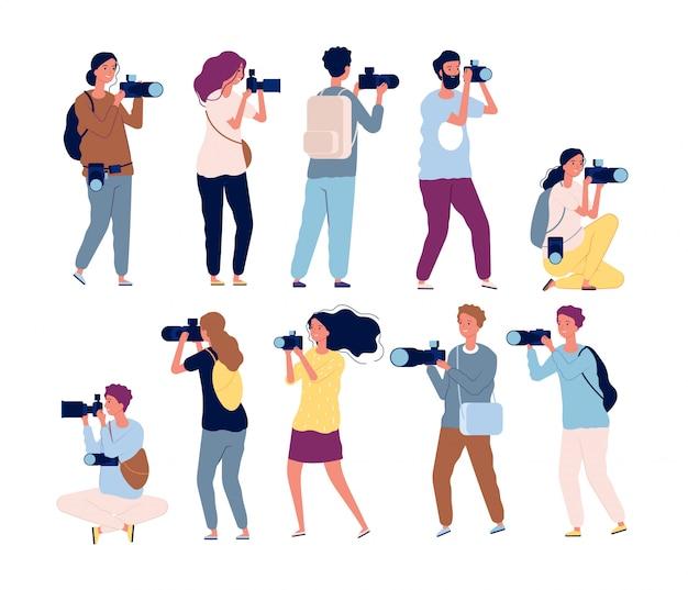 Postacie fotografa. profesjonalna wideografia i fotografowie stojący z kolekcją aparatów
