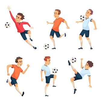 Postacie piłkarskie grające w piłkę nożną. odosobnione sport maskotki odizolowywają na bielu. gracz zespołowy z balową ilustracją