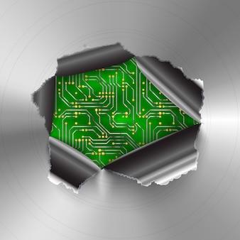 Poszarpana dziura w błyszczącej okrągłej polerowanej metalowej płycie na skomplikowanym mikroczipie komputerowym