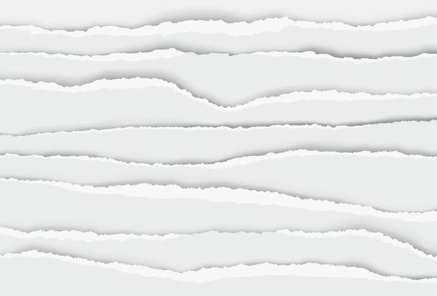 Poszarpane krawędzie papieru, oderwane paski z gazety. realistyczne postrzępione krawędzie papieru, poziomy postrzępiony notatnik lub zestaw arkuszy zeszytów. uszkodzone i popękane fragmenty do pisania
