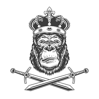 Poważna głowa goryla w królewskiej koronie