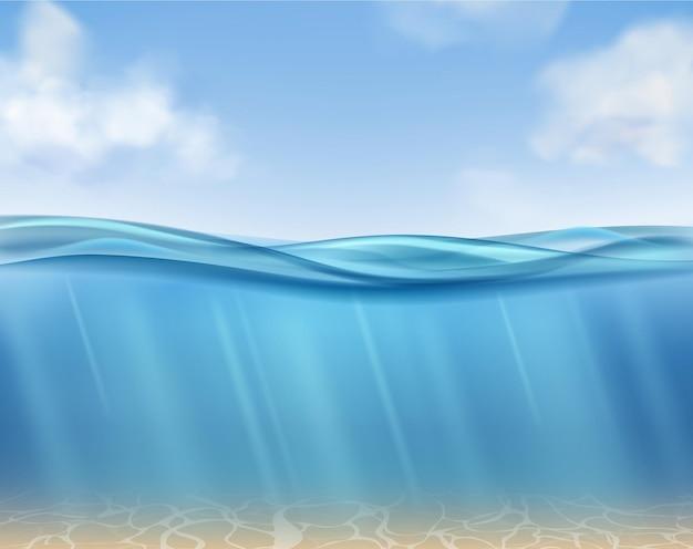 Powierzchnia oceanu z podwodnych błękitnych wód i promieni słonecznych