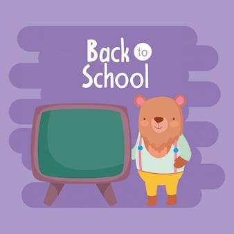 Powrót do edukacji szkolnej słodki miś nauczania z tablicy