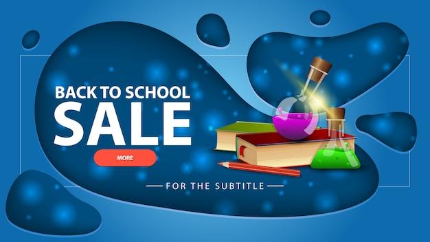 Powrót do sprzedaży szkolnej, niebieski baner rabatowy z nowoczesnym designem na swojej stronie z książkami i butelkami chemicznymi