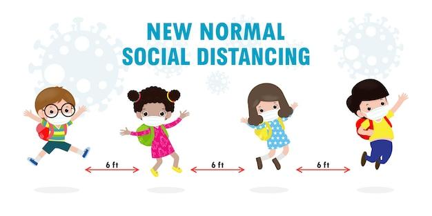 Powrót do szkoły dla nowej koncepcji normalnego stylu życia. szczęśliwe dzieci noszące maskę na twarz i dystans społeczny chronią koronawirusa covid 19, grupa dzieci i przyjaciół chodzą do szkoły na białym tle