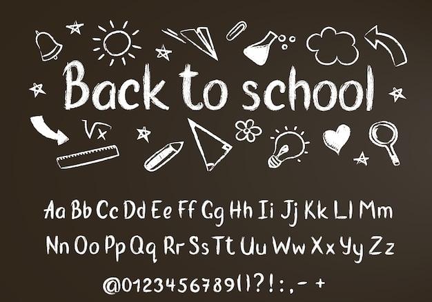 Powrót do szkoły kredą tekst na tablicy ze szkolnymi elementami doodle i kredą alfabetu