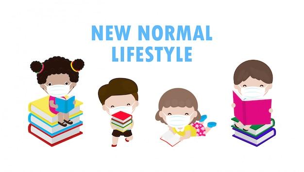 Powrót do szkoły, nowa koncepcja normalnego stylu życia, dystans społeczny, słodkie dzieci, czytanie książki i noszenie maski na twarz, aby zapobiec koronawirusowi 2019 ncov lub covid-19 na białym tle