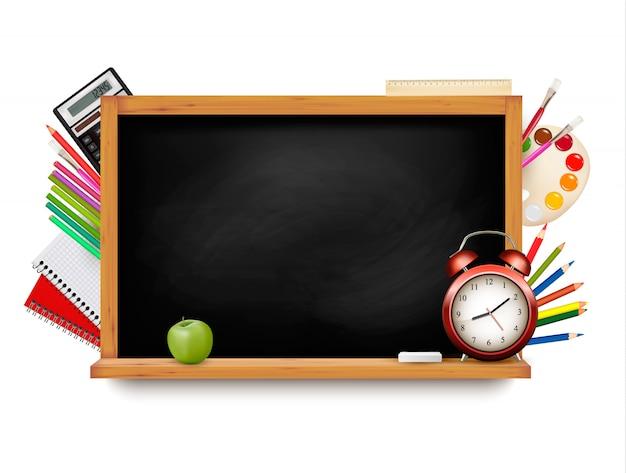 Powrót do szkoły. tablica z przyborów szkolnych.
