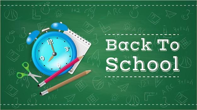 Powrót do szkoły z przedmiotami szkolnymi i elementami na greenboard