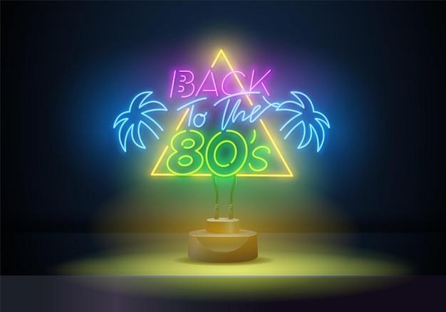 Powrót do wektora neonu z lat 80. 80 s w stylu retro szablon projektu neon, lekki baner, neon szyld, nocna jasna reklama, lekki napis. ilustracja wektorowa
