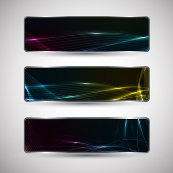 Poziome abstrakcyjne banery z falistym wzorem i efektami świetlnymi na białym tle