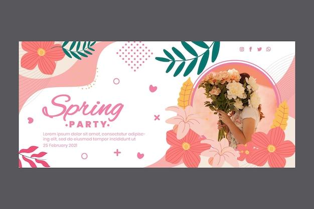 Poziomy baner szablon na przyjęcie wiosenne z kobietą i kwiatami