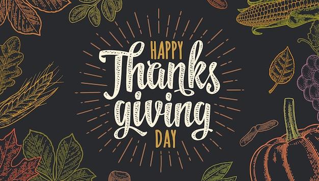 Poziomy plakat z napisem kaligrafia happy thanksgiving day. wektor kolor rocznika grawerowanie ilustracja dynia, kukurydza, liść klonu, żołądź, nasiona kasztanowca na ciemnym tle