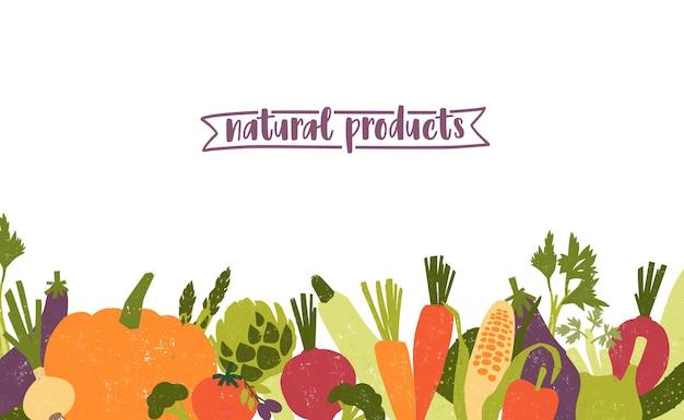 Poziomy szablon ozdobiony różnymi warzywami na dolnej krawędzi na białym tle