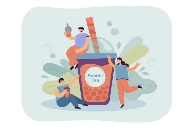 Pozytywni drobni ludzie piją herbatę bąbelkową izolowane płaskie ilustracja.