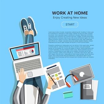 Praca w domu koncepcja biura z mężczyzną