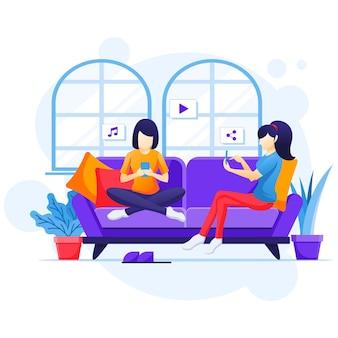 Praca w domu koncepcja, kobiety siedzące na kanapie za pomocą smartfona