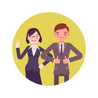 Pracownicy biurowi stojący i uśmiechnięty