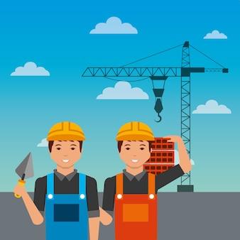 Pracownicy budowlani z szpachelką cegieł żuraw na nieba tle