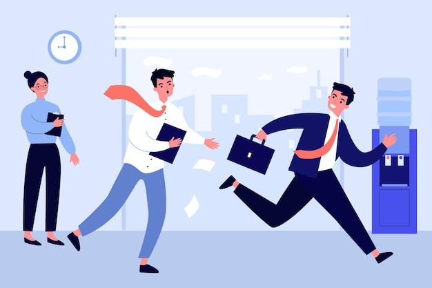 Pracownik biurowy działa za kolegą. zmartwiony menedżer ścigający wesołego współpracownika