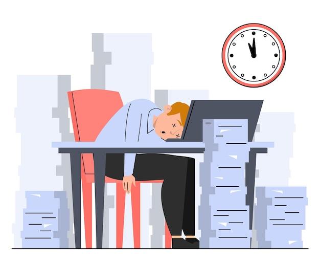 Pracownik biurowy śpi na biurku wokół stosów papieru