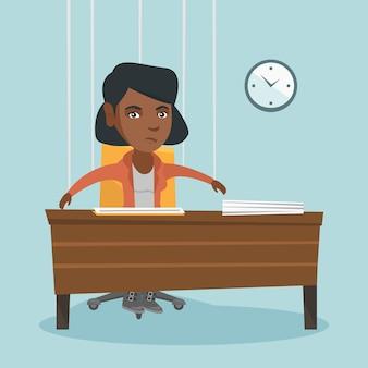 Pracownik biurowy wisi na sznurkach jak marionetka.