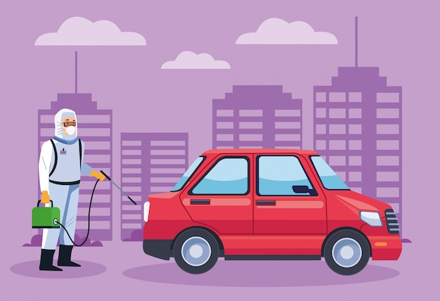 Pracownik ds. bezpieczeństwa biologicznego dezynfekuje samochód