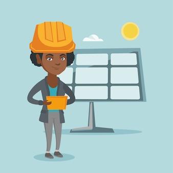 Pracownik elektrowni słonecznej za pomocą cyfrowego tabletu
